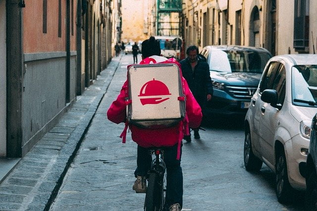 7 Best Food Delivery Apps that Accepts Cash in USA 2021